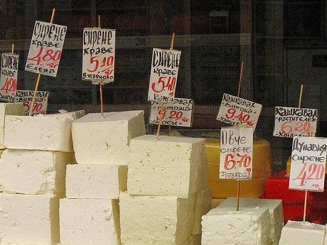 De ce e brânza bulgărească aşa ieftină? Iată două ingrediente secrete: uleiul de palmier şi untura de balenă