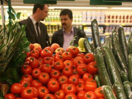 Producătorii de conserve din legume, aduşi la sapă de lemn de retaileri