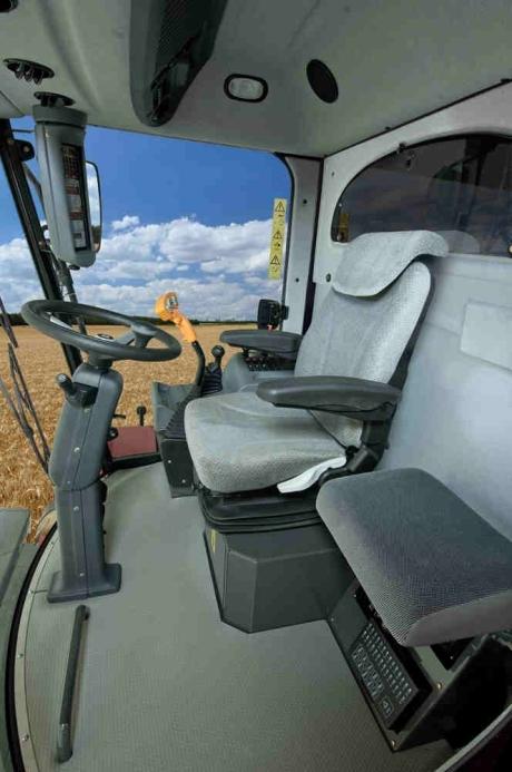 interior cabina Laverda REV 200