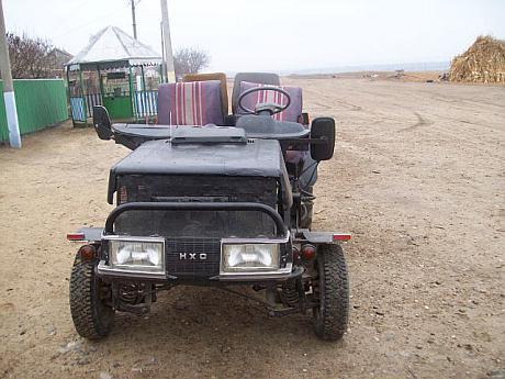 Tractor construit in ferma