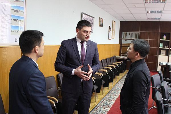 Ministrul Ion Sula cu delegatia chineza