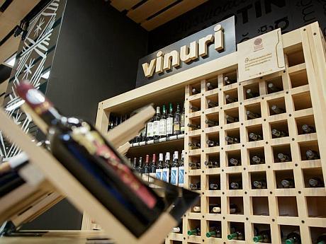rafturi de vinuri