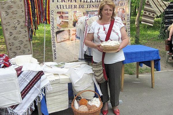 Cristina Niculescu ferma viermi de matase