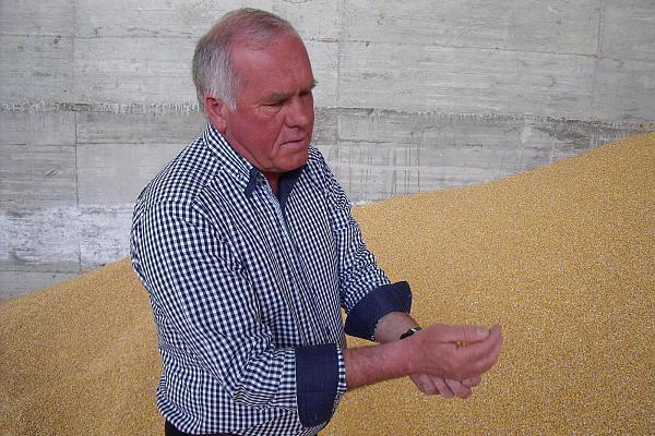 Laurentiu Baciu la ferma sa foto Agrointeligenta