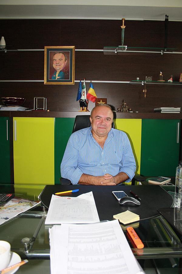 Iosif Pazuric la birou