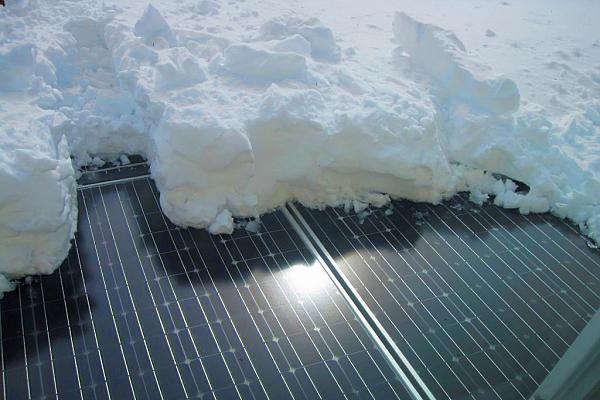 cum se da jos zapada de pe panoul solar