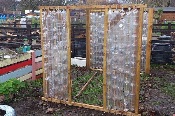 perete din sticle de plastic