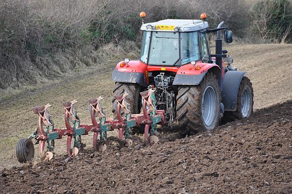 tractor arat