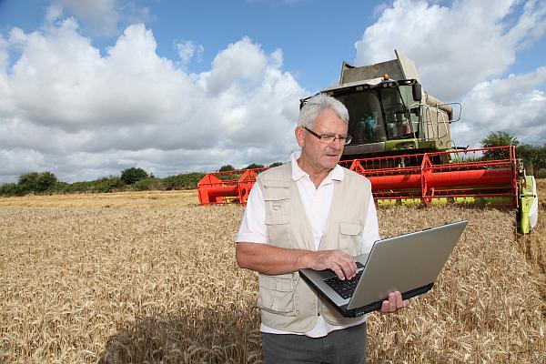 fermier cu laptop