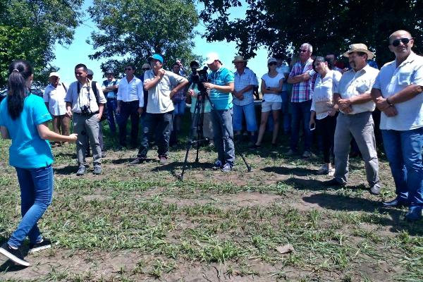 fermieri la evenimentul Monsanto Romania