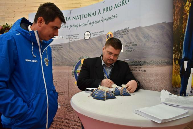 vlad-macovei-a-semnat-pentru-pamantul-romanesc