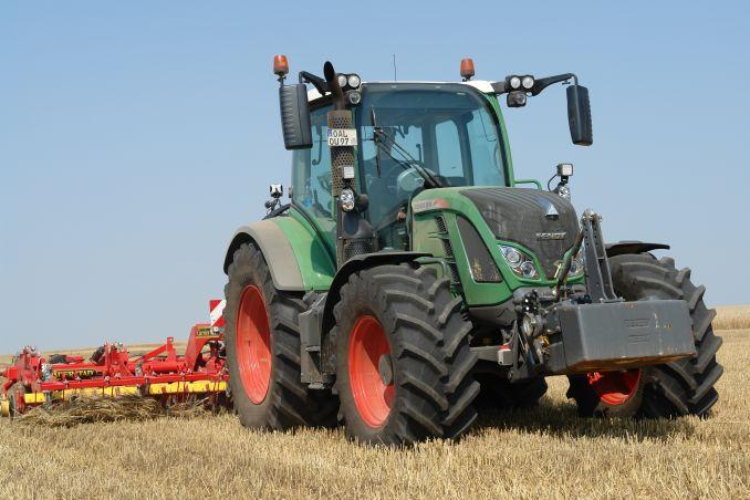 tractorul-fendt-516