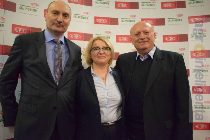 Vasile Iosif (Director General DuPont România), Maria Cîrjă (Director Marketing Pioneer) și ing. Lucioan Buzdugan (președintele CA Agricost Insula Mare a Brăilei)