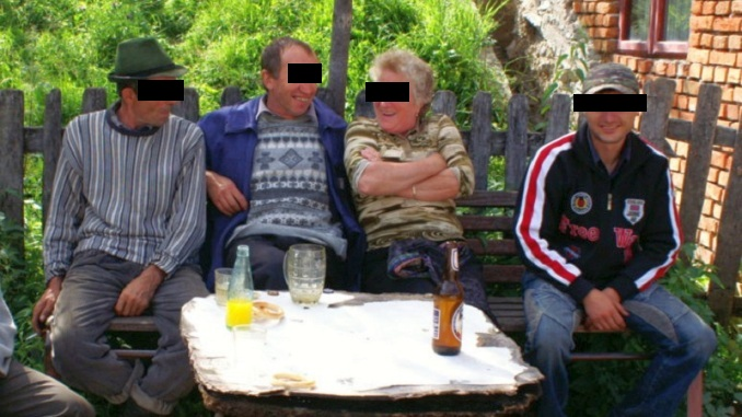 https://agrointel.ro/wp-content/uploads/2018/07/asistati-sociali-blur.jpg?x71249