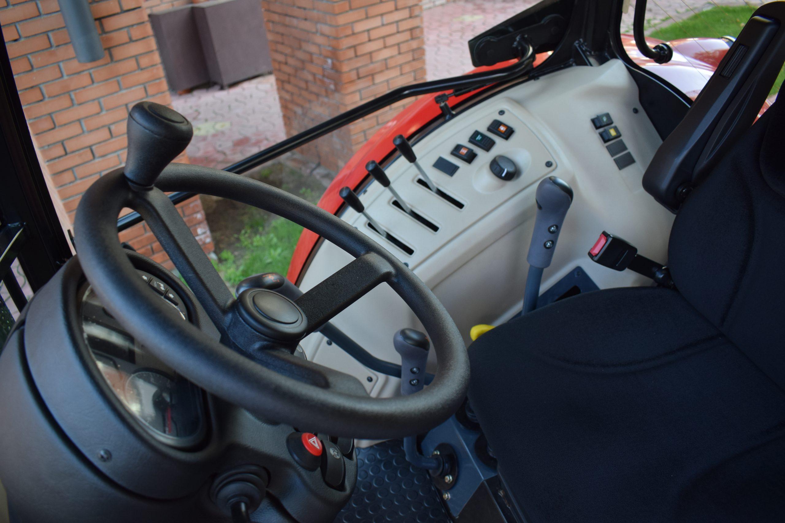 Tractor romanesc Tagro Irum interior