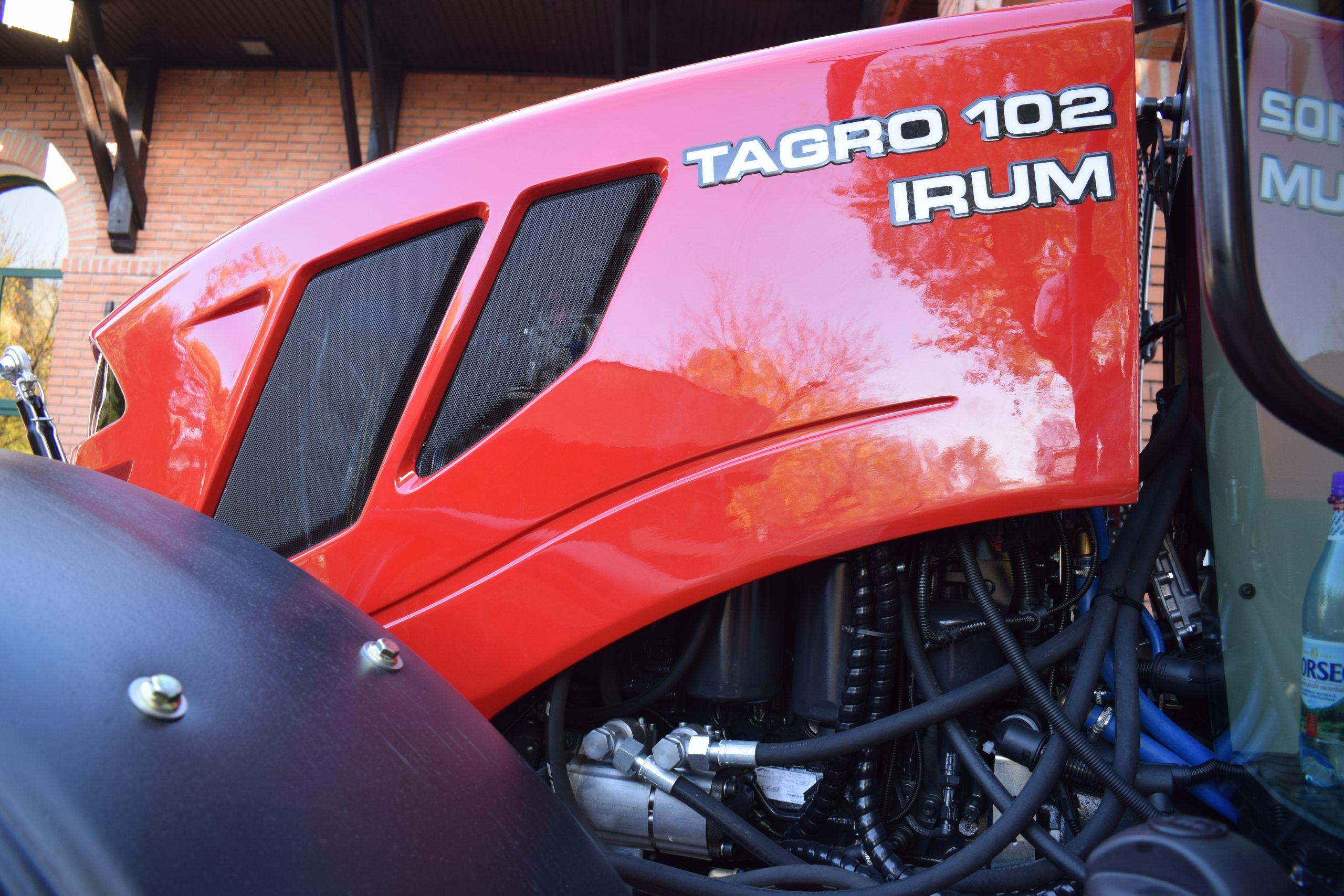 Tractor romanesc Tagro Irum lateral cu numele