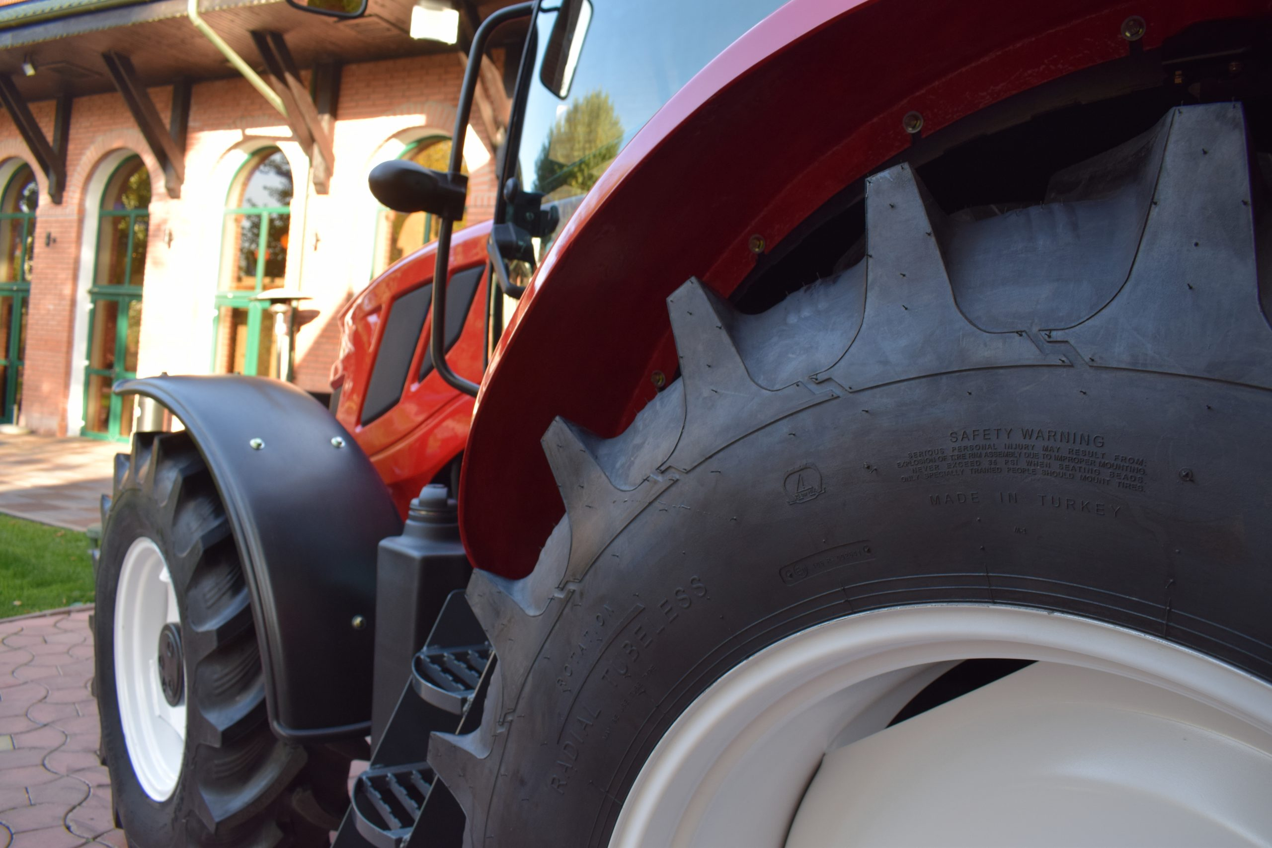 Tractor romanesc Tagro Irum roti