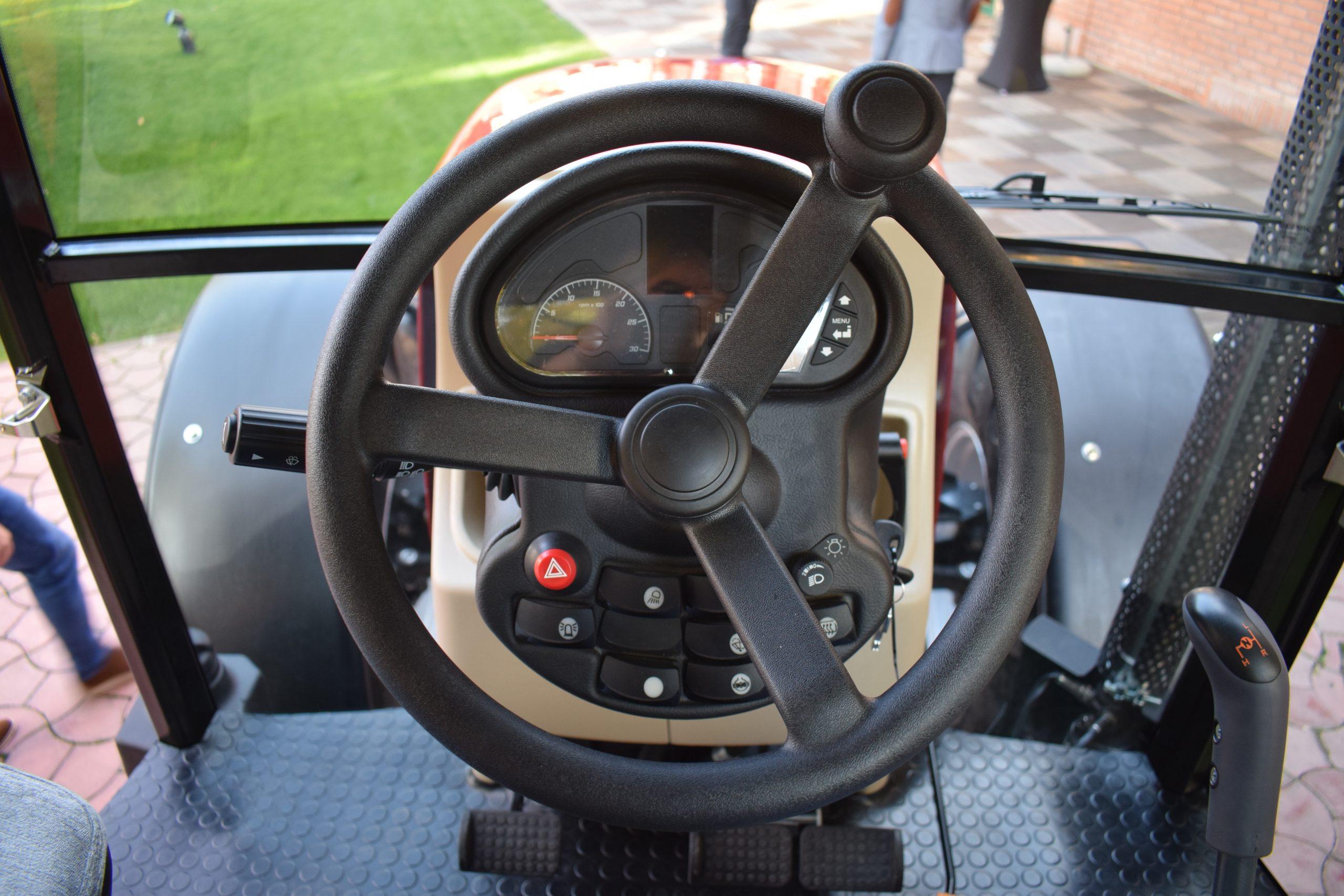 Tractor romanesc Tagro Irum volan