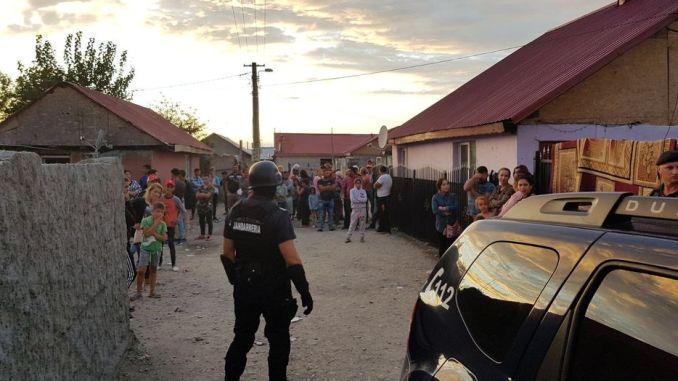 Familii de romi violente