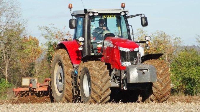tractorul Massey Ferguson 7726 S