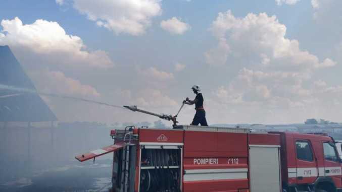 incendiu-pompieri-ferma