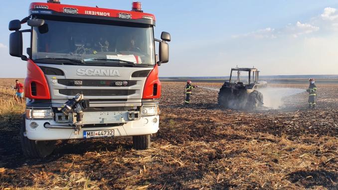 incendiu-tractor-camp