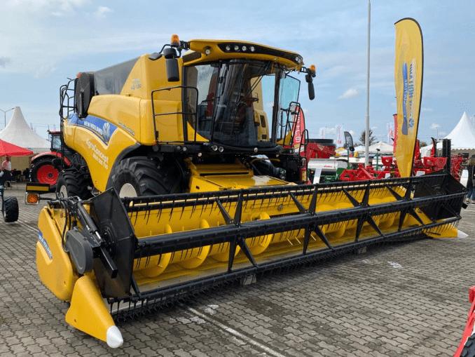 combina-new-holland-2021